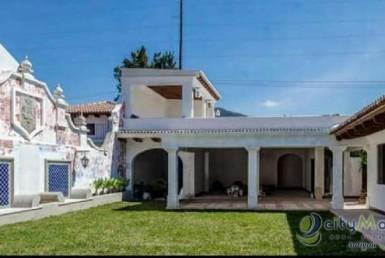 Casa con piscina en Antigua! caminable al parque de Ant